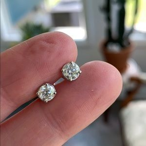 14k diamond stud earrings 1.25 Ct. Tw.